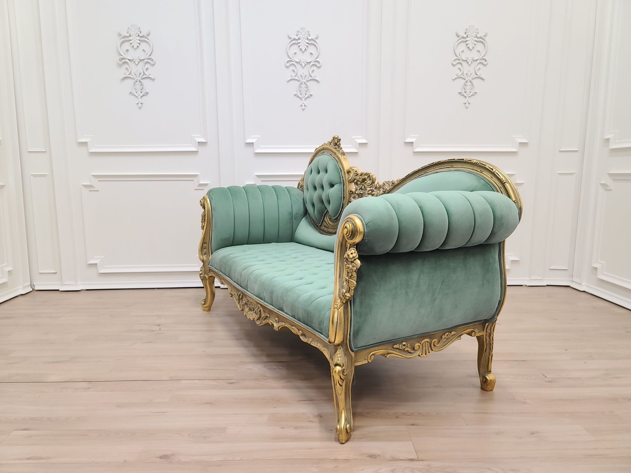 MADE TO ORDER / Victorian Chaise Lounge/Gold Leaf Hand/Carved Frame/Tufted Emerald Green Velvet, Chaise Lounge