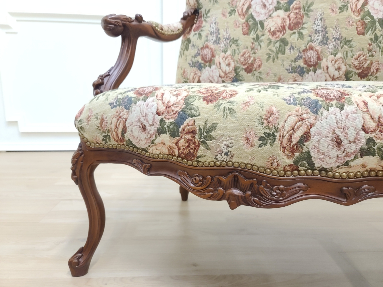 17th century French Style/ Hand carved Wooden Frame/ Jacquard floral fabric /Living Room Set