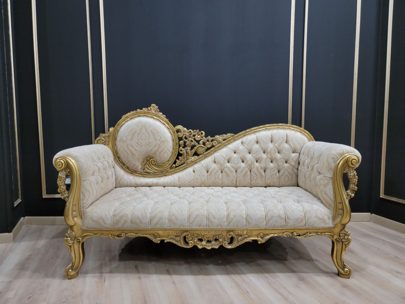 Victorian Chaise Lounge/Gold Leaf Hand/Carved Frame/Tufted Cream Gold Velvet, Chaise Lounge
