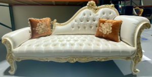 French style / hand carve chaise lounge